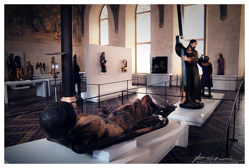Malbork. Nieprawdopdobne, drewniane rzeźby wciśnięte w ogromne, ceglane wnętrza.